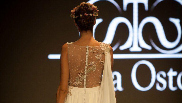 Vestido de novia: toque floral y gasa | Diseñadora Sara Ostos | Fuente Palmera
